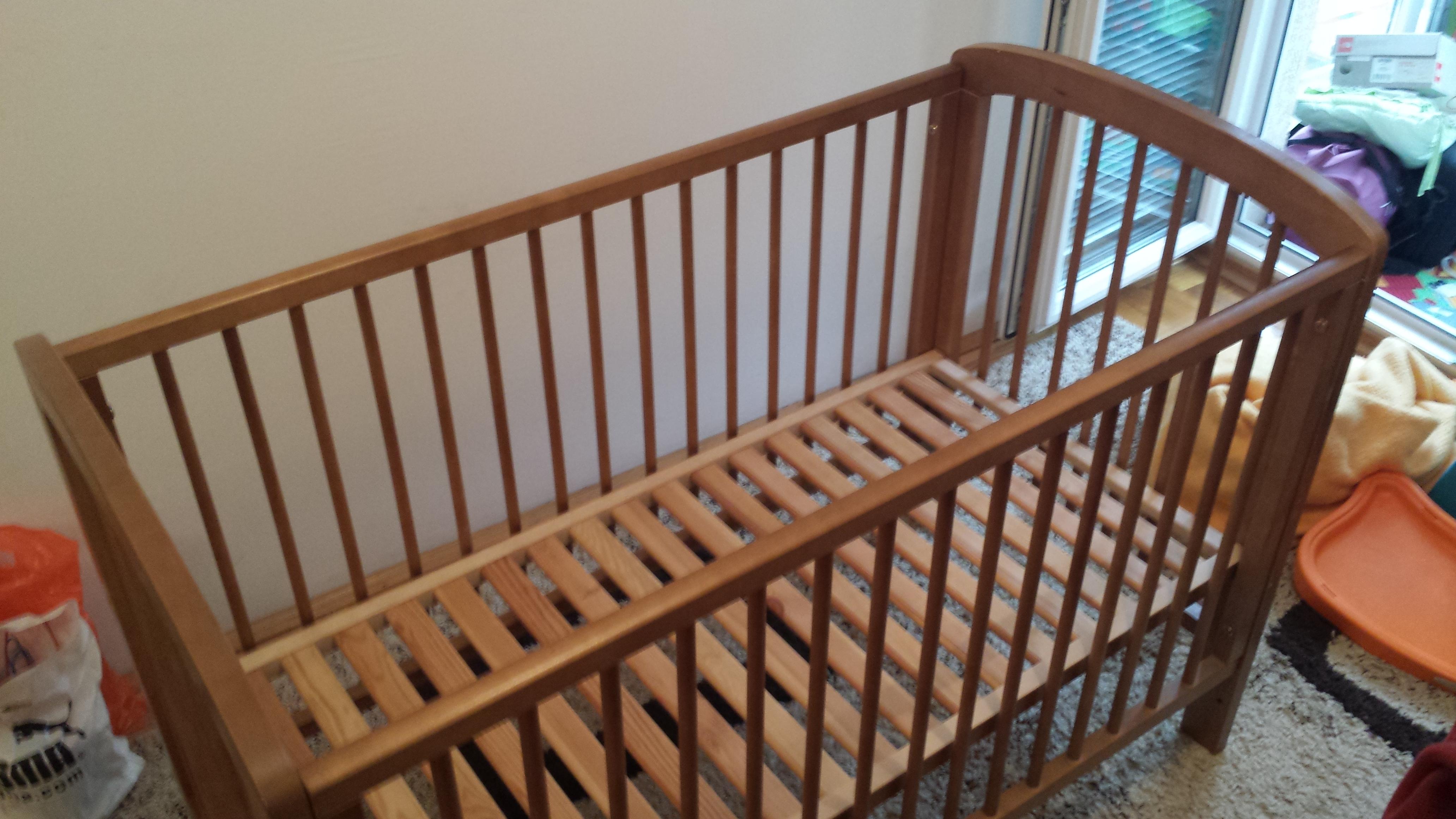 Drveni krevetac za bebe 120×60 | Polovninamestaj.rs
